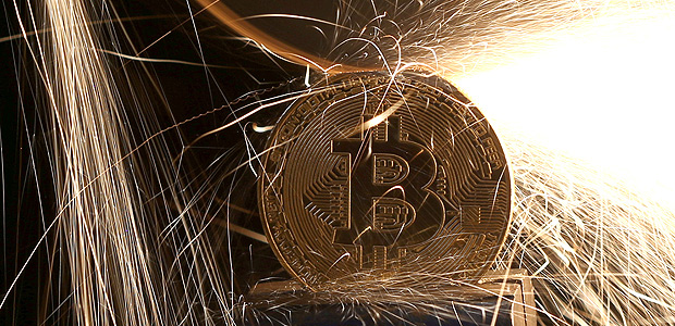 FILE PHOTO: Sparks glow from broken Bitcoin (virtual currency) coins in this illustration picture, December 8, 2017. REUTERS/Dado Ruvic/Illustration/File Photo ORG XMIT: TOR282