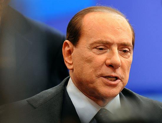 Silvio Berlusconi confirma renúncia após semanas de derrotas