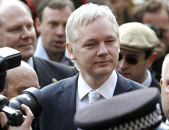 Fundador do WikiLeaks, Julian Assange, chega a tribunal de Londres