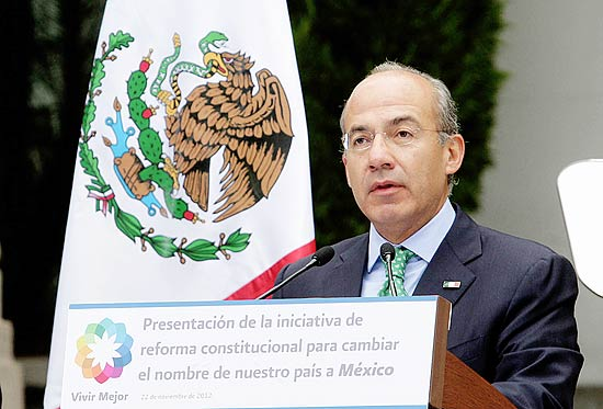 ORG XMIT: MEX576 Handout photo released by the Mexican presidency of Mexican President Felipe Calderon speaking about his proposal to change the name of the country, at Los Pinos presidential palace on November 22, 2012 in Mexico City. Calderon submitted a proposal to the Congress to change the name of the country from Mexican United States, to simply Mexico. AFP PHOTO/PRESIDENCIA RESTRICTED TO EDITORIAL USE-NO MARKETING-NO ADVERTISING CAMPAIGNS-MANDATORY CREDIT 'AFP PHOTO/PRESIDENCIA ' -DISTRIBUTED AS A SERVICE TO CLIENTS