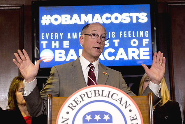 US Representative Greg Walden, Republican of Oregon and chairman of the National Republican Congressional Committee, speaks during a press conference about healthcare and the Affordable Care Act, known as Obamacare, at the Republican National Committee in Washington, DC, January 28, 2014. AFP PHOTO / Saul LOEB ORG XMIT: SAL002