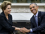 Dilma e Obama apertam as mãos (Carolyn Kaster/Associated Press)