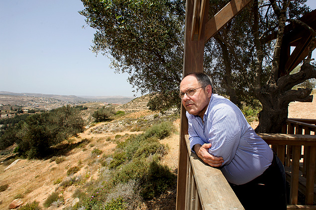 Dani Dayan, the head of Israel's settler movement, visits the Eli Jewish settlement in the West Bank, May 24, 2012. Dayan has devoted the past five years to expanding the Jewish presence in those and other disputed historic places across the West Bank as chairman of the Yesha Council. (Rina Castelnuovo/The New York Times) ORG XMIT: XNYT94 ***DIREITOS RESERVADOS. NÃO PUBLICAR SEM AUTORIZAÇÃO DO DETENTOR DOS DIREITOS AUTORAIS E DE IMAGEM***