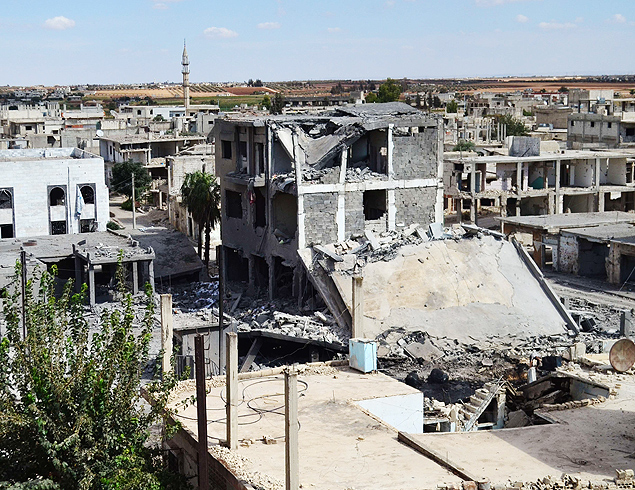 A picture taken on September 30, 2015 shows a general view of deserted streets and damaged buildings in the central Syrian town of Talbisseh in the Homs province. Russia confirmed on Septemer 30 that it carried out its first airstrike in Syria, near the city of Homs, marking the formal start of Moscow's military intervention in the 4.5-year-old conflict. AFP PHOTO / MAHMOUD TAHA ORG XMIT: MAT01