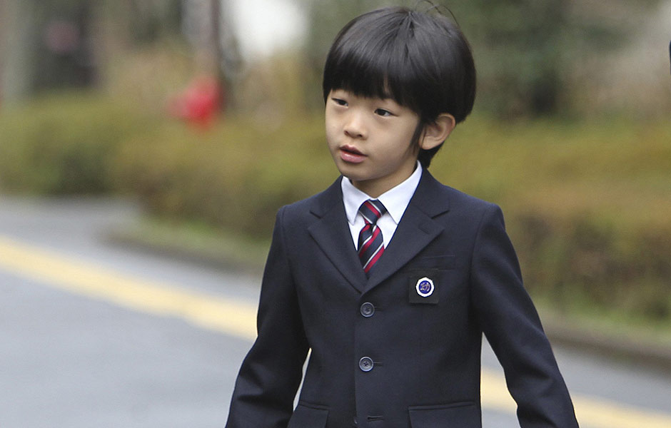 ORG XMIT: TOK101 Japan's Prince Hisahito arrives at Ochanomizu University's affiliated kindergarten for his graduation ceremony in Tokyo March 14, 2013. REUTERS/Junji Kurokawa/Pool (JAPAN - Tags: TPX IMAGES OF THE DAY ROYALS)