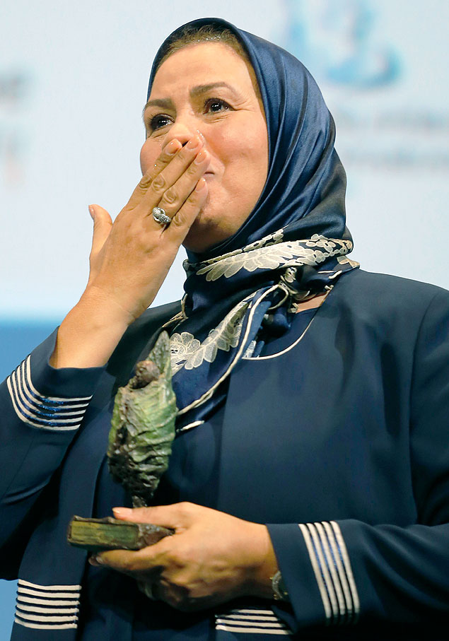 France's Latifa Ibn Ziaten reacts as she holds her award after she received the Prix de la Fondation Chirac award for her work to promote inter-religious dialogue during an award ceremony at the Quai Branly Museum in Paris, France, November 19, 2015. Latifa Ibn Ziaten is the mother of French soldier Imad ibn Ziaten who was slain by gunman Mohamed Merah. REUTERS/Jacques Brinon/Pool ORG XMIT: XPAR109
