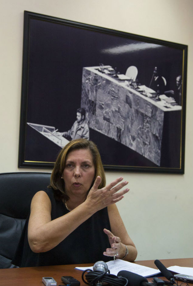 ped by a picture of rebel leader Ernesto Che Guevara giving a speech at the United Nations in 1964, Josefina Vidal, director general of the U.S. division at Cuba's Foreign Ministry, speaks to reporters in Havana, Cuba, Wednesday, Dec. 16, 2015. The United States and Cuba have reached an understanding on restoring regularly scheduled commercial flights, on the eve of the anniversary of detente between the Cold War foes. (AP Photo/Desmond Boylan) ORG XMIT: XDB101