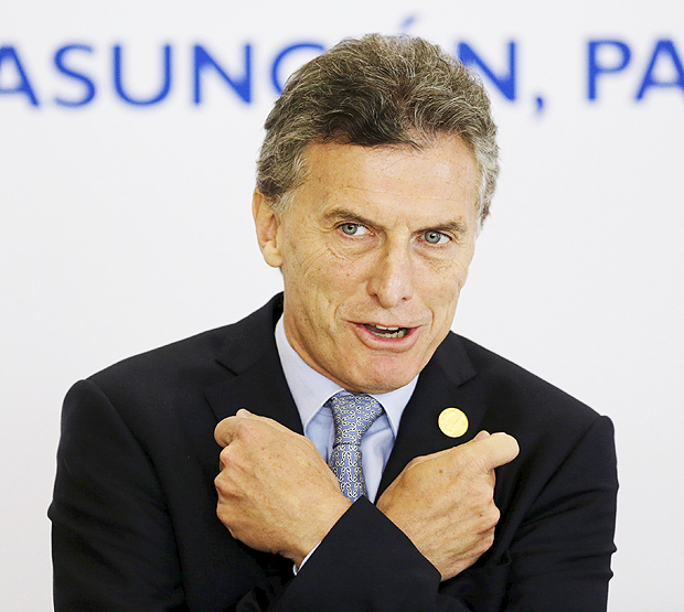 Argentina's President Mauricio Macri gestures before the official photo at the Summit of Heads of State of MERCOSUR and Associated States and 49th Meeting of the Common Market Council in Luque, Paraguay, December 21, 2015. REUTERS/Jorge Adorno ORG XMIT: CDG29