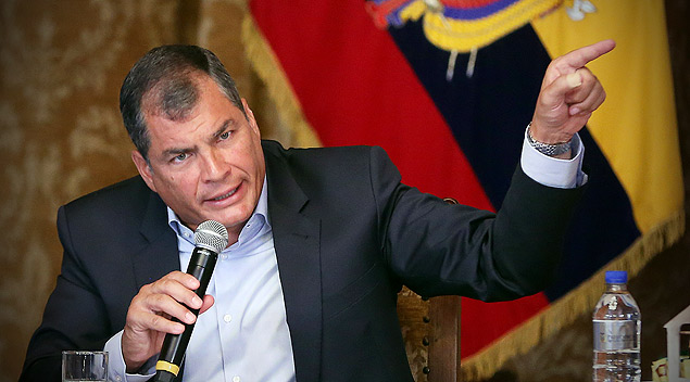 "(160121) -- QUITO, Jan. 21, 2016 (Xinhua) -- Ecuadorian President Rafael Correa takes part in a dialogue with foreign press accredited in Ecuador at Carondelet Palace in Quito, capital of Ecuador, on Jan. 20, 2016. Rafael Correa considered on Wednesday that there will not be total unity of the political opposition in his country facing the general elections in 2017, in which he will not be running for another term. Besides, Correa said that the interrogation of Sweden prosecutors to WikiLeaks founder, Julian Assange, who has been granted asylum in Ecuadorian Embassy in London from 2012, could take place ""in the next days"", according to local press. (Xinhua/Santiago Armas) (fnc) (ah)"