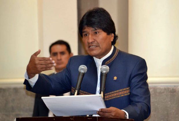 Bolivia's President Evo Morales delivers a speech during an economic resources delivery ceremony held in La Paz, Bolivia, on Feb. 23, 2016. Evo Morales delivered economic resources to 50 Mayors from four constituencies of La Paz department, according to local press information. (Xinhua/Jose Lirauze/ABI) (jg) (ah)