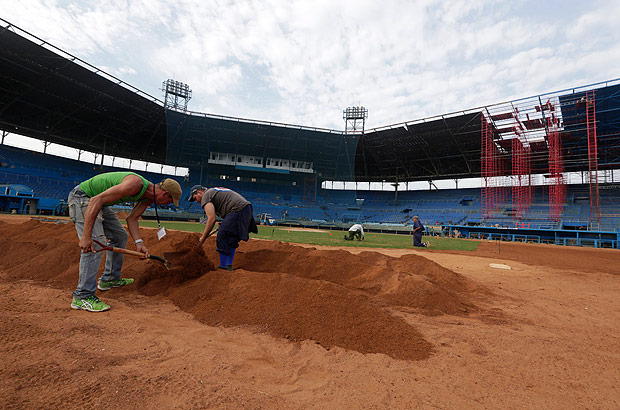 REFILE ADDING NAME OF THE STADIUM Workers take part in the reparation of the Latinoamericano baseball stadium in Havana, Cuba, March 3, 2016. The Cuban national team is to play an exhibition baseball game against the Tampa Bay Rays on March 22 in Havana, raising the possibility that U.S. President Barack Obama could throw the ceremonial first pitch. REUTERS/Enrique de la Osa ORG XMIT: EOC05