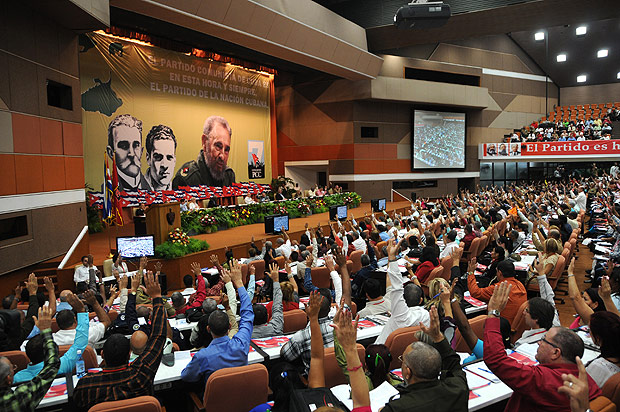 Congresso cubano reelege Raúl Castro e frustra expectativas sobre sucessor - 19/04/2016 15:10 - HAVANA, April 19, 2016 - Delegates attend the 7th congress of the Cuban Communist Party in Havana April 18, 2016.