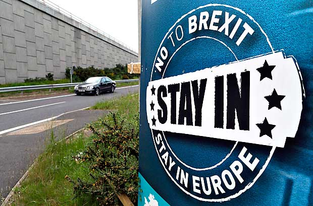 Placa contra o 'brexit', a sa�da do Reino Unido da Uni�o Europeia, na Irlanda do Norte
