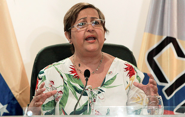 Venezuela's National Electoral Council (CNE) President Tibisay Lucena gestures as she speaks during a news conference in Caracas, Venezuela June 10, 2016. REUTERS/Marco Bello ORG XMIT: MAB101