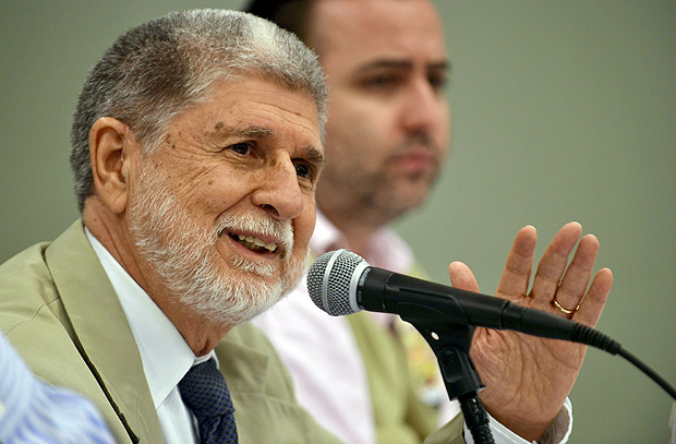 Celso Amorim, chief of mission of the Electoral Observation of the OAS, speaks during a press conference in the commune of Petion Ville, Port au-Prince, on October 26, 2015. Haiti celebrated peaceful elections with robust turnout as the poorest country in the Americas seeks to shed chronic political instability and get back on its feet. AFP PHOTO / HECTOR RETAMAL ORG XMIT: HR2728