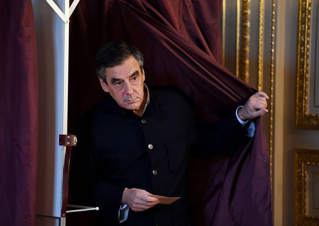 French member of Parliament and candidate for the right-wing primaries ahead of the 2017 presidential elections, Francois Fillon, walks out out the voting booth in a polling station in Paris, on November 27, 2016, during the second round of the primary. France's conservatives hold final run-off round of a primary battle on November 27 to determine who will be the right- wing nominee for next year's presidential election. / AFP PHOTO / POOL / Eric FEFERBERG