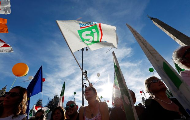 Supporters wave flags during a rally led by Italian Prime Minister Matteo Renzi in downtown Rome, Italy October 29, 2016. REUTERS/Remo Casilli/File Photo ORG XMIT: LONX202