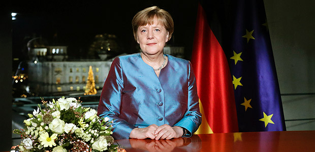 German Chancellor Angela Merkel poses for a photograph after the recording of her annual New Year's speech at the Chancellery in Berlin on December 30, 2016. / AFP PHOTO / POOL / Markus Schreiber ORG XMIT: MSC105