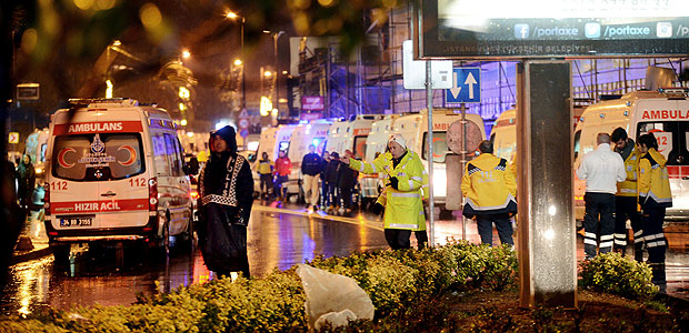 Ambulances line up on a road leading to a nightclub where a gun attack took place during a New Year party in Istanbul, Turkey, January 1, 2017. Ismail Coskun/Ihlas News Agency via REUTERS ATTENTION EDITORS - THIS PICTURE WAS PROVIDED BY A THIRD PARTY. FOR EDITORIAL USE ONLY. NO RESALES. NO ARCHIVE. TURKEY OUT. NO COMMERCIAL OR EDITORIAL SALES IN TURKEY. ORG XMIT: ANK03