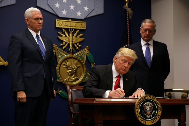 U.S. President Donald Trump signs an executive order he said would impose tighter vetting to prevent foreign terrorists from entering the United States at the Pentagon in Washington, U.S., January 27, 2017. REUTERS/Carlos Barria TPX IMAGES OF THE DAY ORG XMIT: CB05