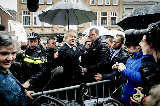 Dutch politician and leader of the Party for Freedom (PVV) Geert Wilders (C) campaigns in Breda on March 8, 2017 for the upcoming Dutch national elections, that will take place on March 15. / AFP PHOTO / ANP / Robin van Lonkhuijsen / Netherlands OUT ORG XMIT: 50107556