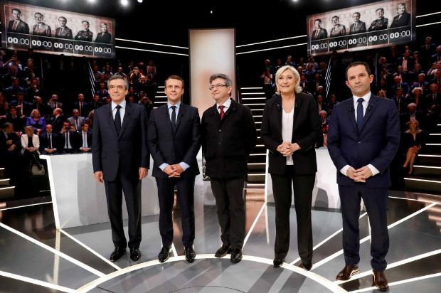 French presidential election candidates (LtoR) Francois Fillon, Emmanuel Macron, Jean-Luc Melenchon, Marine Le Pen and Benoit Hamon, pose before a debate organised by French private TV channel TF1 in Aubervilliers, outside Paris, France, March 20, 2017. REUTERS/Patrick Kovarik/Pool ORG XMIT: CHM154