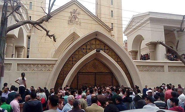 (170409) -- TANTA, April 9, 2017 (Xinhua) -- People gather at the blast site in Tanta, Egypt, on April 9, 2017. At least 21 people were killed and 59 others injured in an explosion inside a church in the Egyptian Nile delta city of Tanta on Sunday, the Egyptian Health Ministry said. (Xinhua/Ahmed Gomaa) (rh)