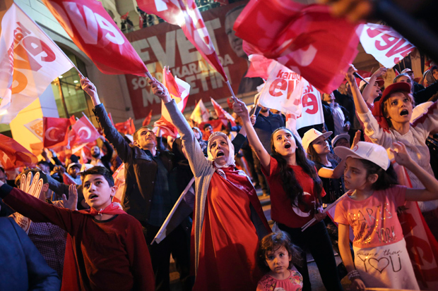 Supporters of Turkish President Tayyip Erdogan celebrate at the AK party headquarters in Istanbul, Turkey, April 16, 2017. REUTERS/Alkis Konstantinidis ORG XMIT: IST212