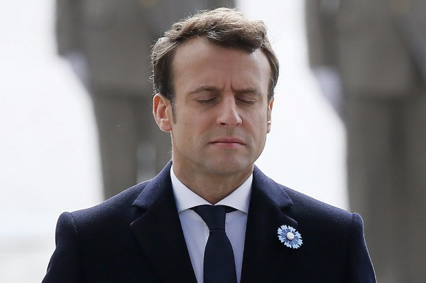President-elect Emmanuel Macron (L) closes his eyes during a ceremony marking the 72nd anniversary of the victory over Nazi Germany during World War II on May 8, 2017 in Paris. / AFP PHOTO / POOL / Francois Mori ORG XMIT: TH137