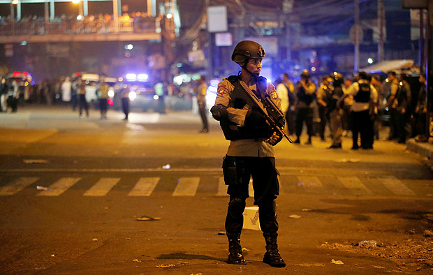 Police guard at scene of an explosion in Jakarta, Indonesia May 24, 2017. REUTERS/Darren Whiteside? ORG XMIT: GGGDTW602