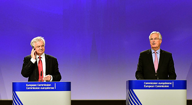 British Secretary of State for Exiting the European Union (Brexit Minister) David Davis (L) and European Commission member in charge of Brexit negotiations with Britain, Michel Barnier address a press conference at the end of the first day of Brexit negotiations at the European Commission in Brussels on June 19, 2017. Britain and the European Union started Brexit negotiations in Brussels on June 19, 2017. / AFP PHOTO / EMMANUEL DUNAND ORG XMIT: ED12481