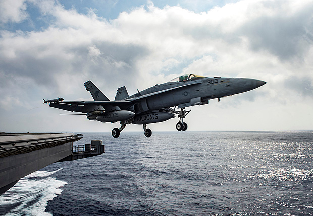 FILE PHOTO: A U.S. Navy F/A-18E Super Hornet launches from the flight deck of the aircraft carrier USS Dwight D. Eisenhower in the Mediterranean Sea June 28, 2016. U.S. Navy/Mass Communication Specialist 2nd Class Ryan U. Kledzik/Handout/File Photo via Reuters ATTENTION EDITORS - THIS IMAGE HAS BEEN SUPPLIED BY A THIRD PARTY. ORG XMIT: TOR554