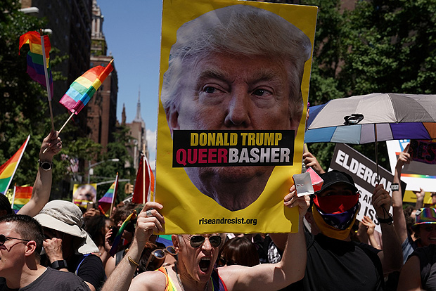 Participants take part in the LGBT Pride March in the Manhattan borough of New York City, U.S., June 25, 2017. REUTERS/Carlo Allegri ORG XMIT: NYC116