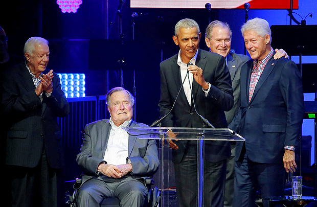 Five former U.S. presidents, Jimmy Carter, George H.W. Bush, Barack Obama, George W. Bush and Bill Clinton, speak during a concert at Texas A&M University benefiting hurricane relief efforts in College Station, Texas, U.S., October 21, 2017. REUTERS/Richard Carson TPX IMAGES OF THE DAY ORG XMIT: HOU19