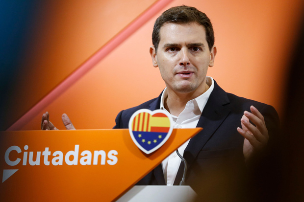 Leader of the Center-right party Ciudadanos, Albert Rivera gestures as he delivers a speech at the party's headquarters in Barcelona on October 21, 2017. Spain said Saturday that it will move to dismiss Catalonia's separatist government and call fresh elections in the region in a bid to stop its leaders from declaring independence. / AFP PHOTO / PAU BARRENA