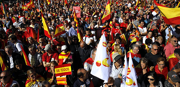 Nationalist activists march during a mass rally against Catalonia's declaration of independence, in Barcelona, Spain, Sunday, Oct. 29, 2017. Thousands of opponents of independence for Catalonia held the rally on one of the city's main avenues after one of the country's most tumultuous days in decades. (AP Photo/Emilio Morenatti) ORG XMIT: XAF105