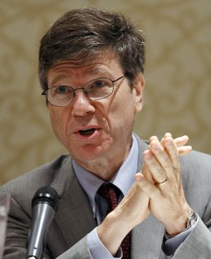 ORG XMIT: SIN400 Jeffrey Sachs of the Earth Institute speaks during the Service Nation Summit in New York, in this file picture taken September 12, 2008. American economist Jeffrey Sachs threw his name into the ring for the presidency of the World Bank on March 2, 2012, in an unusual public campaign for the top global development job. REUTERS/Chip East/Files (UNITED STATES - Tags: POLITICS BUSINESS)