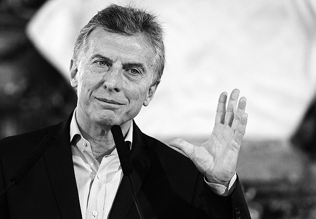 "Argentine President Mauricio Macri gestures during a press conference at Casa Rosada presidential palace in Buenos Aires on October 23, 2017 in the aftermath of national legislative elections. Argentina's President Mauricio Macri's center-right coalition swept crucial midterm elections Sunday and emerged with a strengthened hand to carry through pro-market economic reforms. Macri's Cambiemos, or ""Let's Change,"" won in 13 of Argentina's 23 provinces, as well as in the capital Buenos Aires, according to almost completed counts early Monday. / AFP PHOTO / JUAN MABROMATA ORG XMIT: MAB2177"