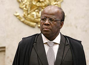 Ministro Joaquim Barbosa no plenario do STF