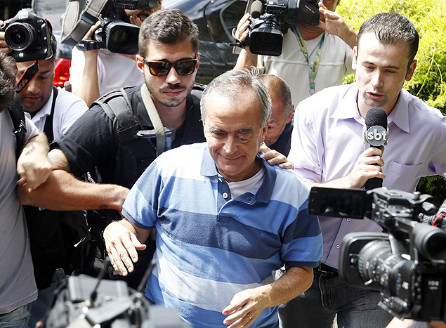 Former international director of Brazil's state-run oil company Petrobras, Nestor Cervero, arrives at the Federal Police in Curitiba January 14, 2015. Brazilian police early on Wednesday arrested Cervero after prosecutors accused him of continued involvement in corruption and money laundering. Cervero, former international director of the company known as Petrobras, was detained at Rio de Janeiro's international airport as he returned from a trip to London, prosecutors said in a statement. REUTERS/Daniel Derevecki (BRAZIL - Tags: CRIME LAW ENERGY BUSINESS) ORG XMIT: BRA101