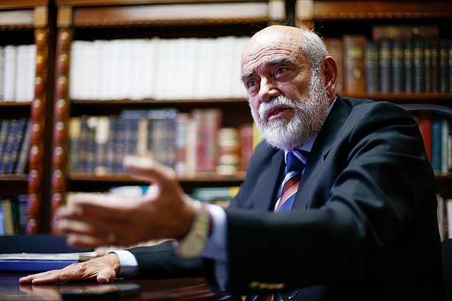 BRASILIA, DF, BRASIL, 25-09-2015, 10h00: Entrevista com o ex presidente da OAB na época do impeachment de Collor, Marcelo Lavenere, em seu escritório em Brasília. (Foto: Pedro Ladeira/Folhapress, PODER) ***ESPECIAL*** ***EXCLUSIVA***