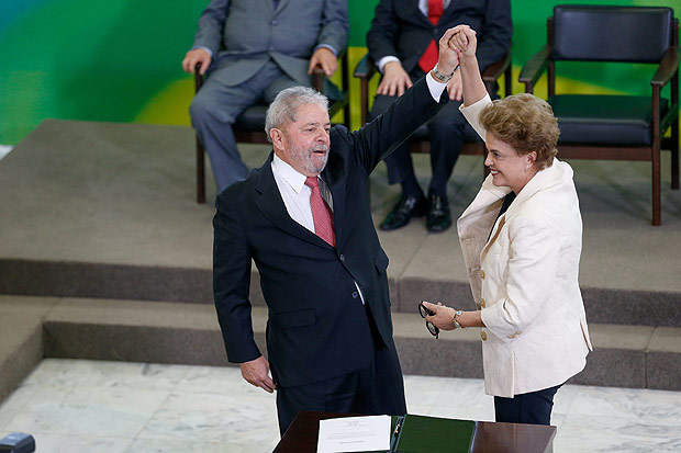 BRASILIA, DF, BRASIL, 17-03-2016, 12h00: Presidente Dilma Rousseff e o ex presidente Lula durante cerimônia de posse de Lula como ministro chefe da casa civil, no Palácio do Planalto. (Foto: Pedro Ladeira - 17.mar.2016/Folhapress, PODER)