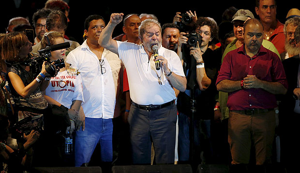 Former Brazilian President Luiz Inacio Lula da Silva speaks in support of President Dilma Rousseff, as he attends a protest against her impeachment in Rio de Janeiro, Brazil, April 11, 2016. REUTERS/Pilar Olivares ORG XMIT: PON01