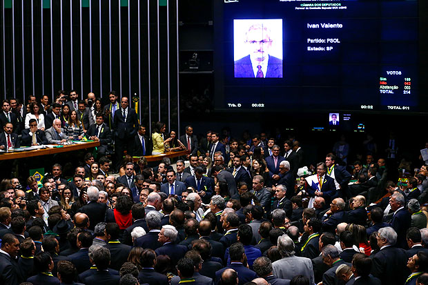 Deputados na vota��o do impeachment na C�mara