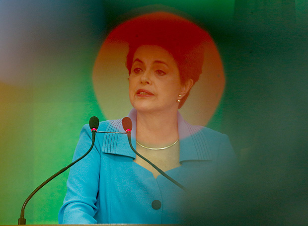 #multimidia - BRASILIA, DF, BRASIL, 18-04-2016, 17h00: A presidente Dilma Rousseff durante pronunciamento à imprensa sobre a votação do impeachment, no Palácio do Planalto. (Foto: Pedro Ladeira/Folhapress, PODER)