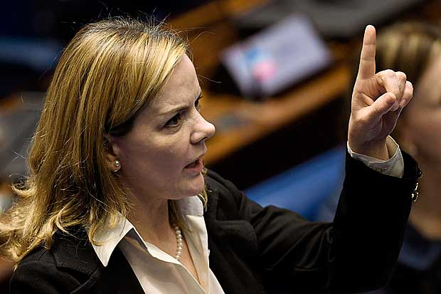 Senator Gleisi Hoffmann, from Workers Party (PT), speaks during the Senate impeachment trial of Brazilian suspended President Dilma Rousseff at the National Congress in Brasilia on August 25, 2016. The impeachment trial of Brazil's first woman president, Dilma Rousseff, got underway Thursday with high expectations that the suspended leader of Latin America's biggest economy will be sacked within days. / AFP PHOTO / EVARISTO SA ORG XMIT: ESA385