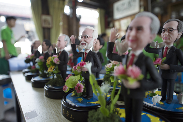 """(160901) -- HANGZHOU, Sept. 1, 2016 (Xinhua) -- Clay figures featuring the leaders to attend the upcoming G20 Summit are seen in Hangzhou, capital of east China's Zhejiang Province, Sept. 1, 2016. Made by artist Wu Xiaoli with the name """"Dream of World Peace"""", the clay figures were displayed at Hangzhou's Qiaoxi historic block. (Xinhua/Ju Huanzong) (zhs)"""