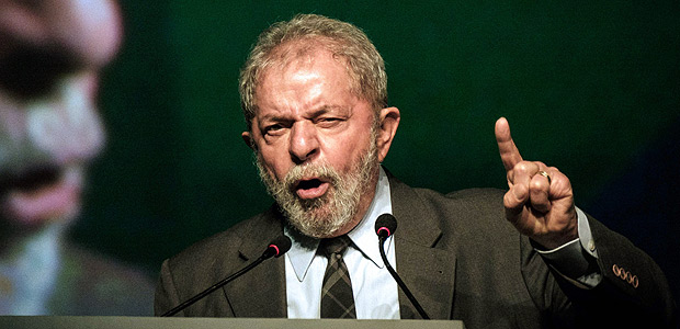 Brazil's former president (2003-2011) Luiz Inacio Lula da Silva speaks during the second congress of the IndustriALL Global Union in Rio de Janeiro, Brazil on October 4, 2016. IndustriALL Global Union represents workers in the mining, energy and manufacturing sectors in 140 countries around the world. / AFP PHOTO / YASUYOSHI CHIBA