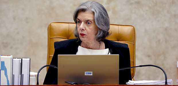 A ministra Cármen Lúcia preside a sessão do Supremo Tribunal Federal