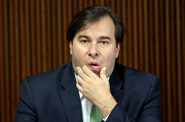 President of the Chamber of Deputies Rodrigo Maia gestures during a meeting of the Pension Reform Commission with Brazil's president Michel Temer at the Planalto Palace in Brasilia, Brazil, April 11, 2017. REUTERS/Ueslei Marcelino ORG XMIT: UMS02